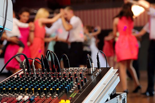 holt music wedding dj perth guests dancing